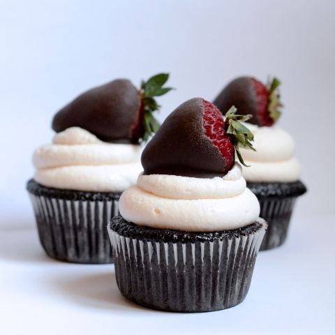 foodiejulie - chocolate strawberry cupcakes